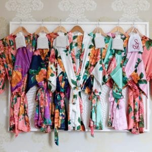 peignoirs témoins fleurs invités vêtements