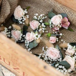 fleurs cadeaux mariage invités idées vêtements