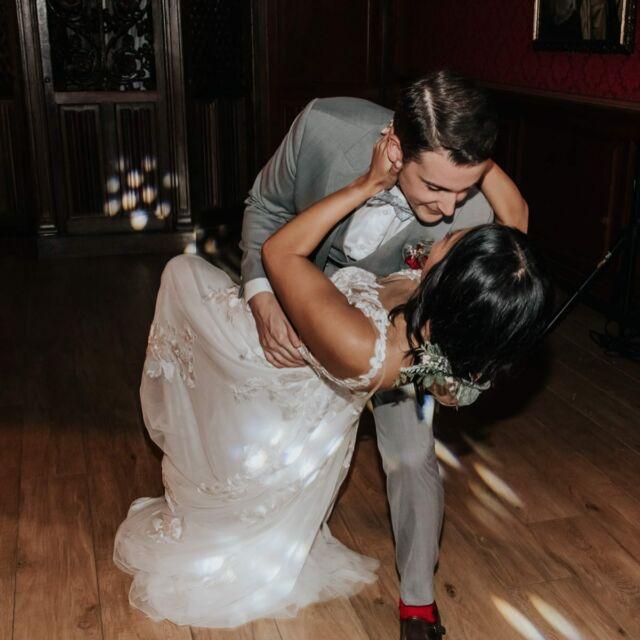 ~ Happy wedding ~  Belles noces de cuir les Keddy!!!♥️ C'était vraiment FUN!!   Encore merci à @esolerphotographie pour ces magnifiques photos!   #happymoment #wedding #mariage #weddingbordeaux #bride #weddinganniversary #loveislove #love